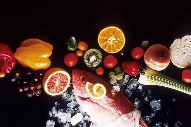 frutas y verduras son ingredientes naturales para la dieta barf